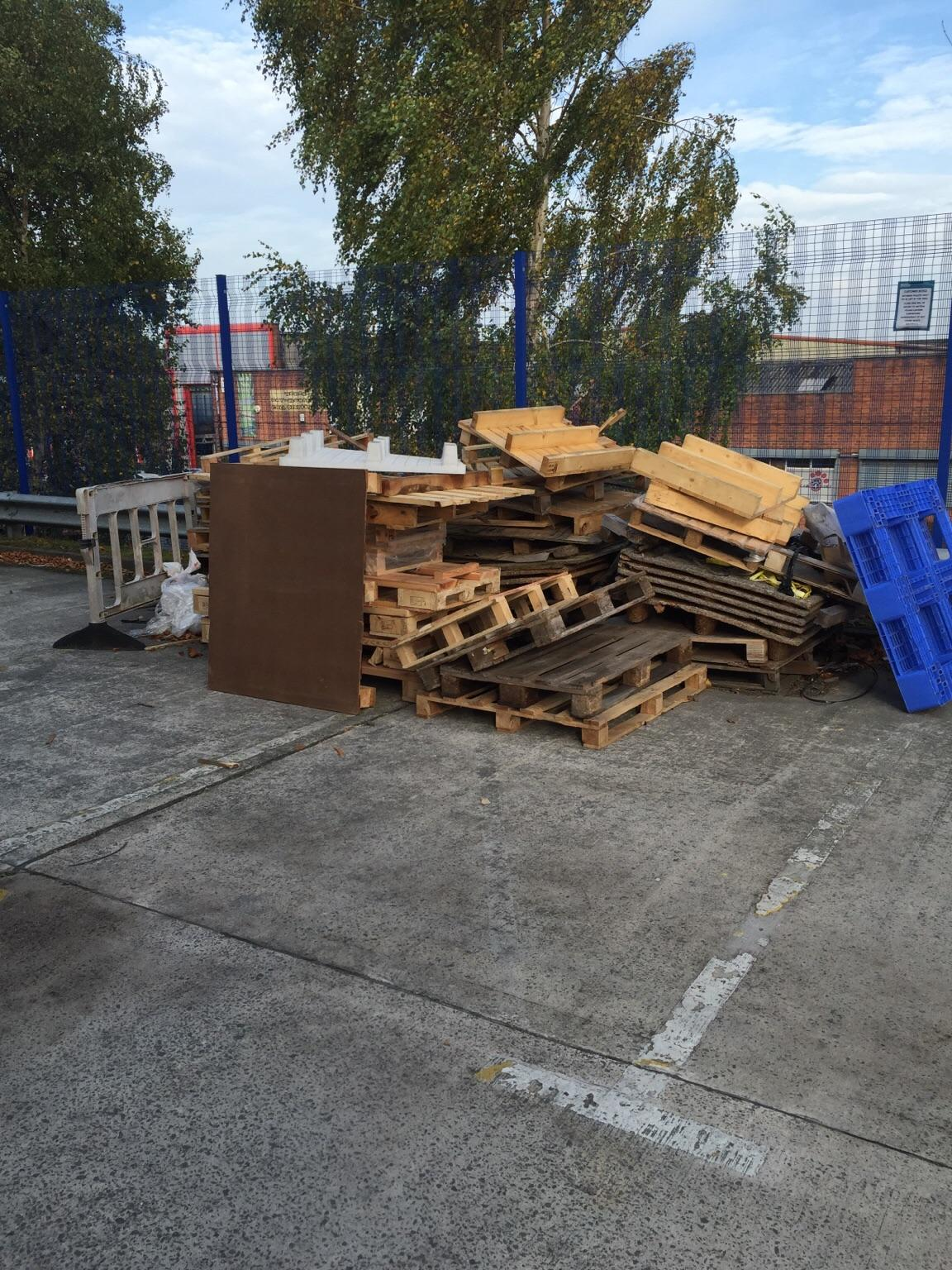 Pallets/bonfire wood free in M23 Manchester for free for ...