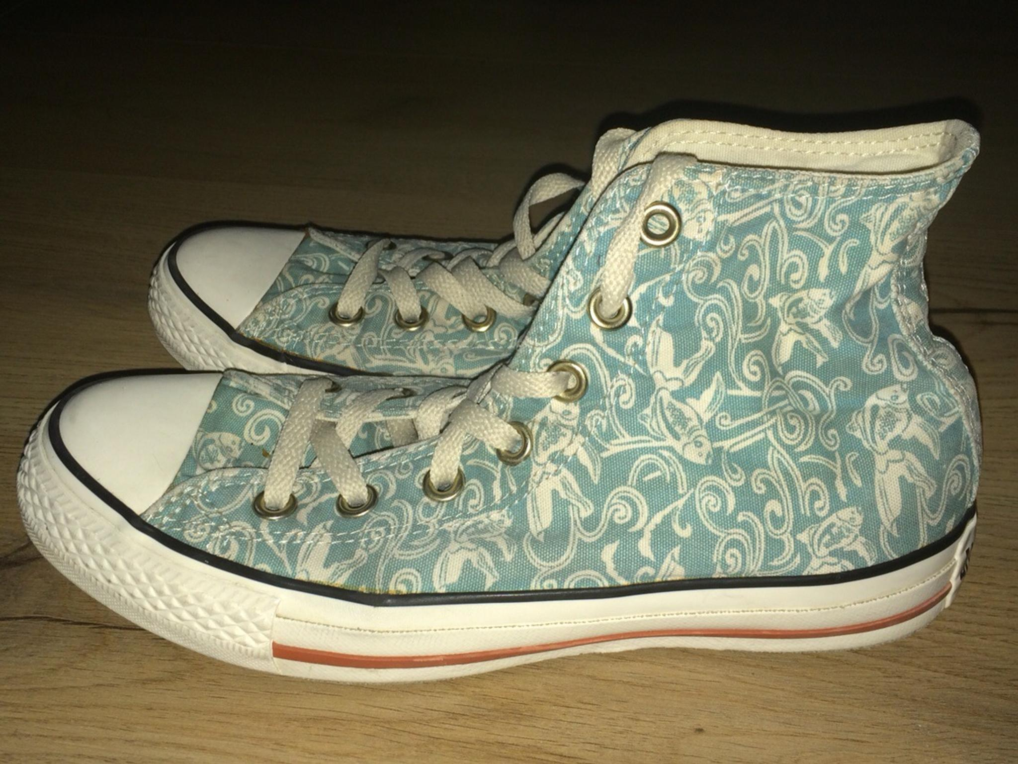 Hellblaue Chucks mit Koi Muster in Gr. 37,5