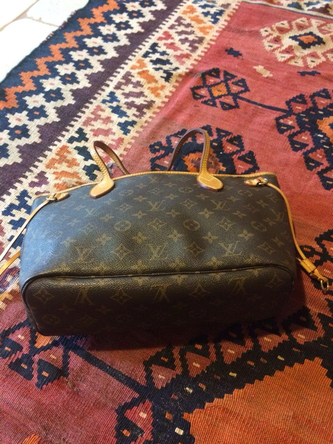 13b654b3f0 Borsa Louis Vuitton Neverfull pm in 87067 Rossano Stazione for €380.00 for  sale - Shpock