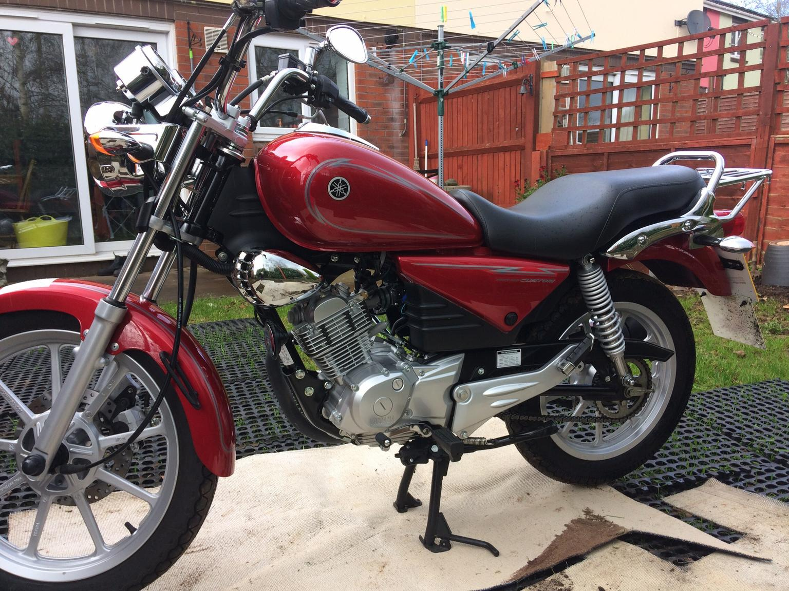 Review of Yamaha YBR 125 YBR 125: pictures, live photos