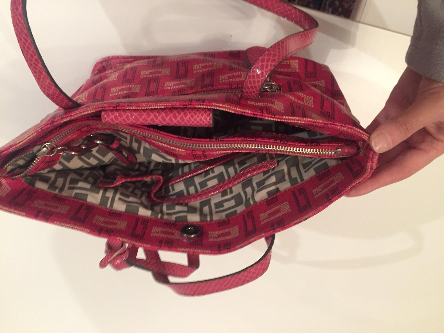 Borsa Guess fucsia in 00178 Roma for €35.00 Shpock