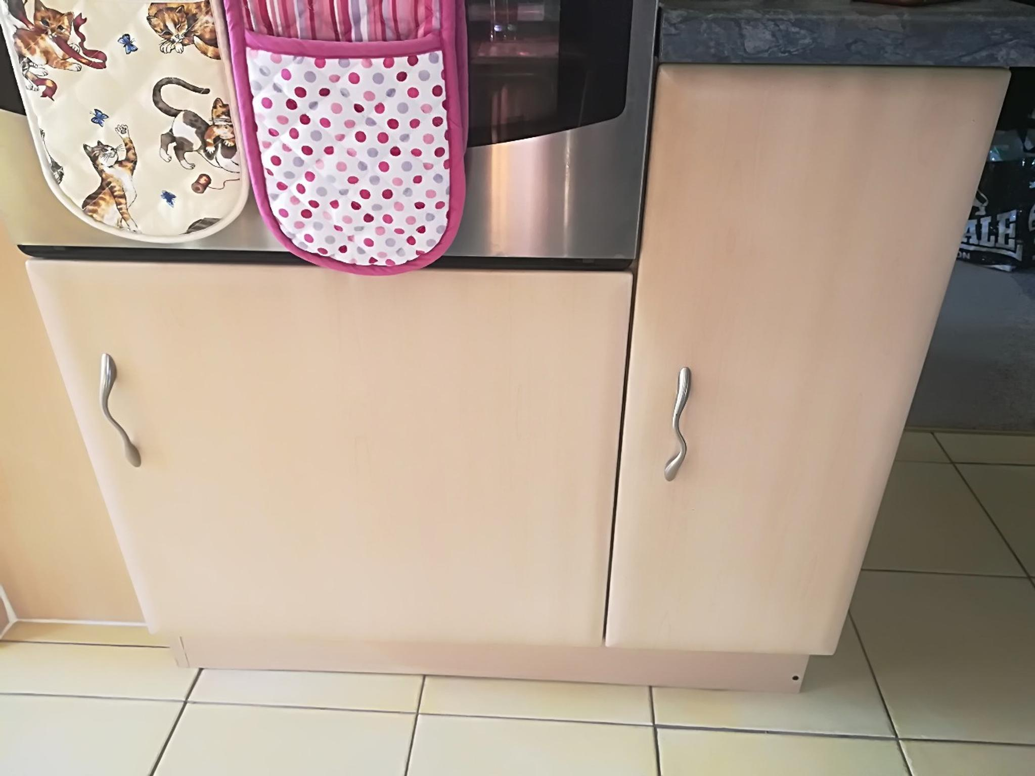 Pear Wood Kitchen Units In Dy9 Dudley For 270 00 For Sale Shpock