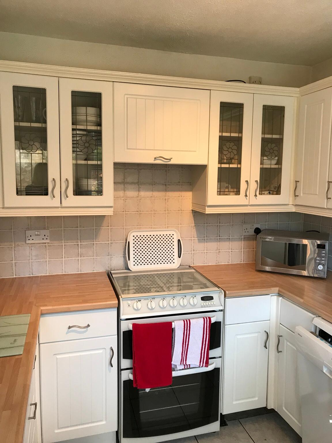 B Q Chilton Country Style Kitchen Doors White In Ws15 Cannock Chase For 55 00 For Sale Shpock
