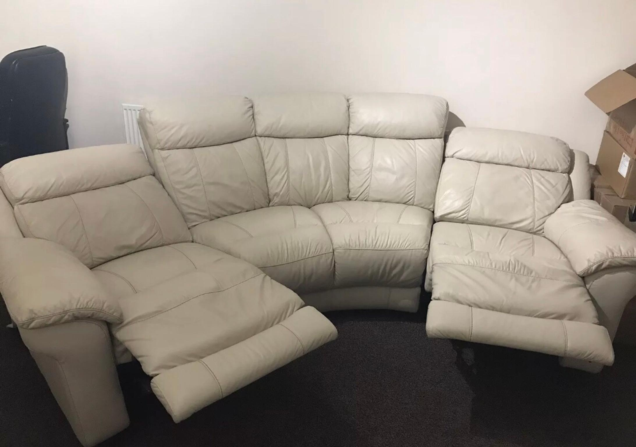 - DFS Cream Leather Curved Sofa And Chair In WR14 Hills Für £ 550,00