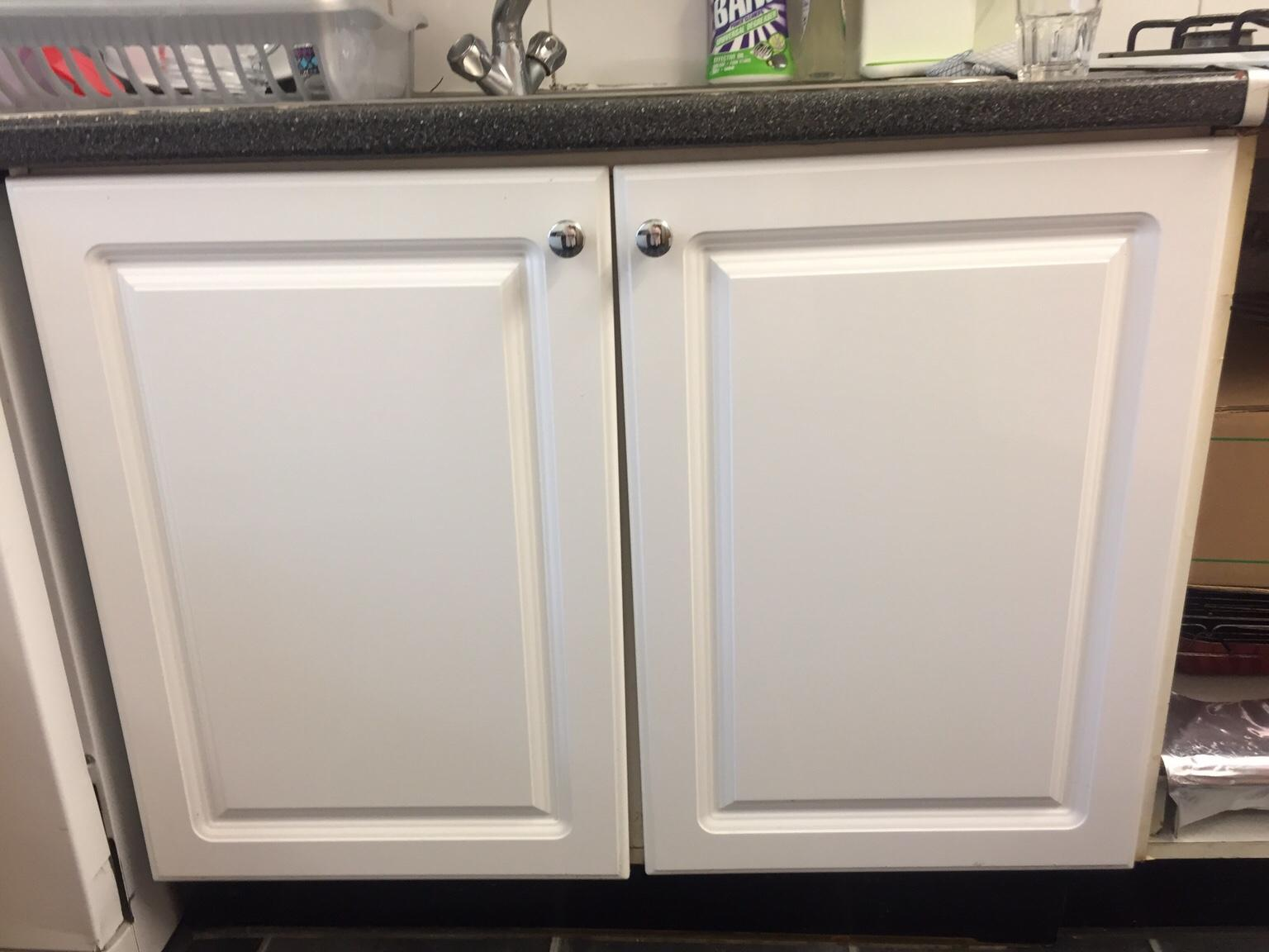 Used White Gloss Kitchen Cabinets Doors In W3 Ealing For 65 00 For Sale Shpock