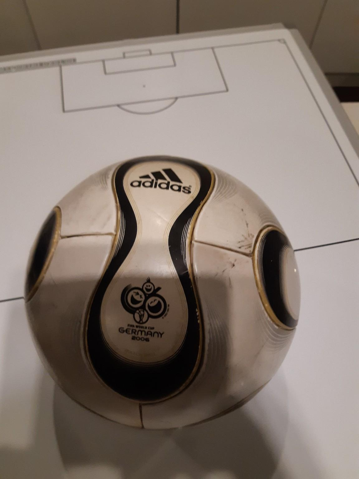 Adidas Fußball in 1210 Wien for €15.00 for sale | Shpock