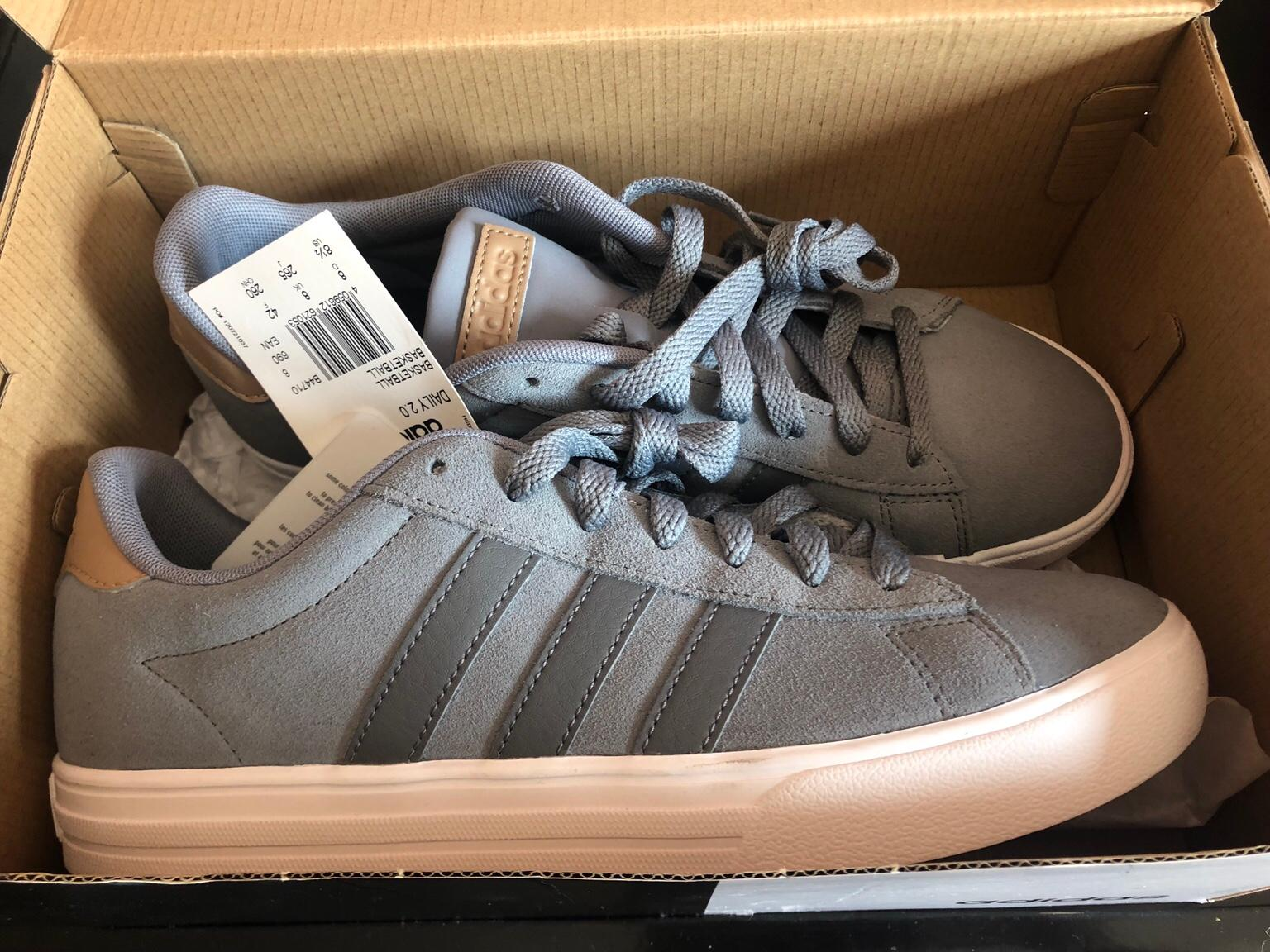 vestido Envío Mediana  Brand new adidas trainers size 8 in HP3 Dacorum for £15.00 for sale | Shpock