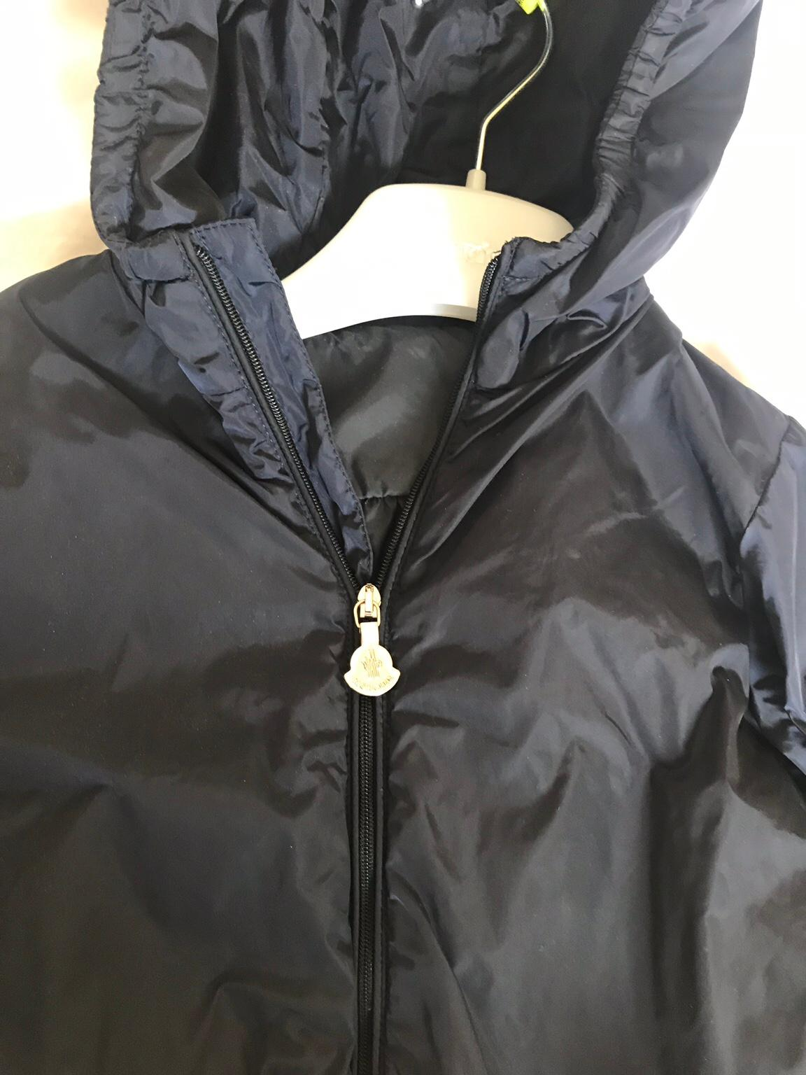 Moncler girls navy lightweight coat. Age 4. £