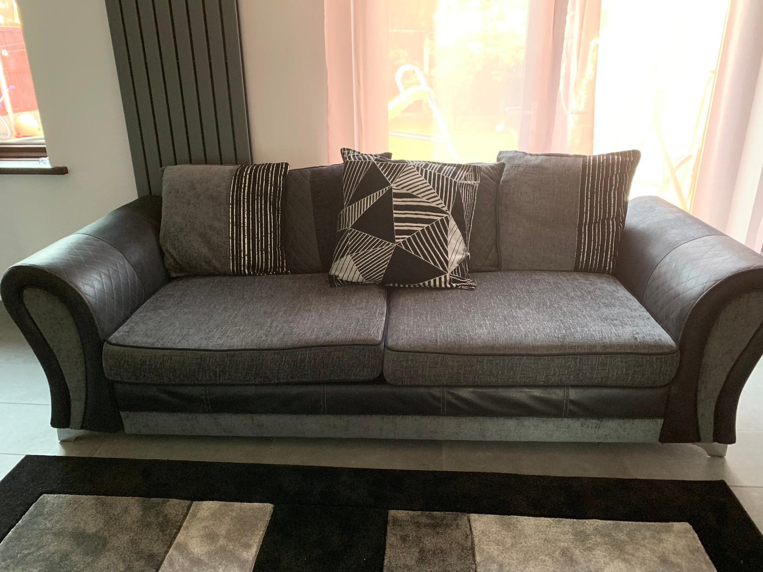 Dfs 3 Seater Sofa In Wolverhampton For
