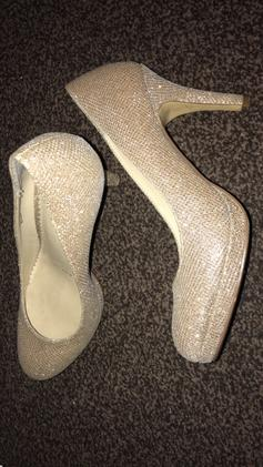 77409b5fcd0 Ladies Silver Heeled sandals in FY2 Bispham for £5.00 for sale - Shpock