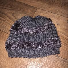 63a198c46787c9 Ladies Beanie Wooly hat in L3 Liverpool for £0.75 for sale - Shpock
