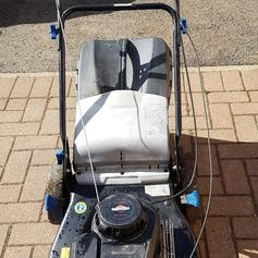 Briggs and Stratton lawnmower engine in E4 London for £12 00
