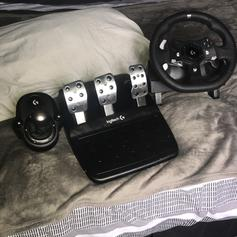 Logitech G920 (BOXED!) + Gear shifter + Stand in LS2 Leeds