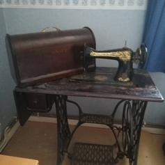 SINGER SEWING MACHINE in Broxbourne for £50 00 for sale - Shpock