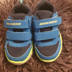 Boys sketchers in WA8 Widnes for £10.00