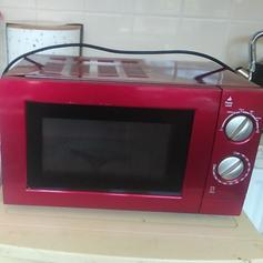 Daewoo retro cream microwave in LL31