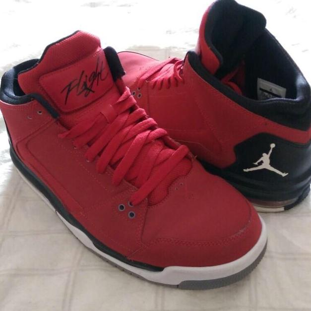reputable site 49877 20c86 Nike Air Flight Jordan in Rot   Gr.44,5 in 45473 Mülheim an der Ruhr for  €80.00 for sale - Shpock