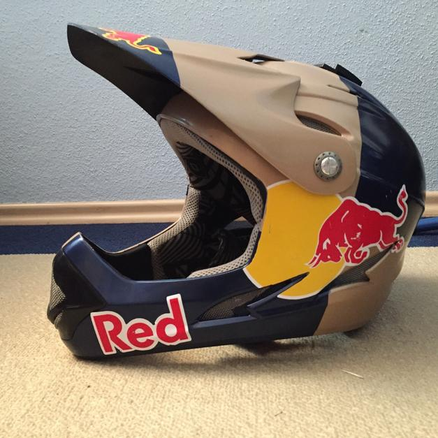 red bull downhill helm in 82538 geretsried for shpock. Black Bedroom Furniture Sets. Home Design Ideas