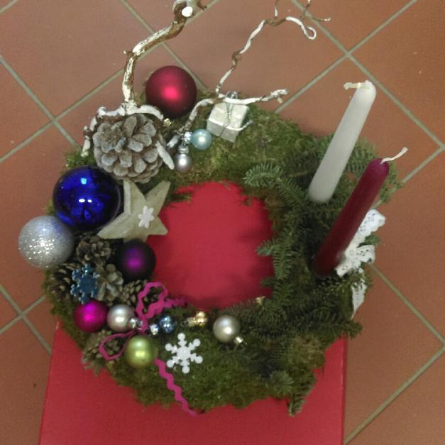 Weihnachtsdeko Kranz weihnachtsdeko kranz mit zwei kerzen in 63110 rodgau for €21.50 for
