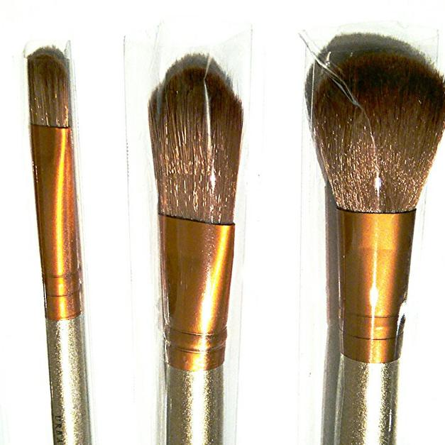 Naked 3 Make Up Brush Set 12 Brushes And Tin in BL2 Bolton for £12.00 for sale - Shpock