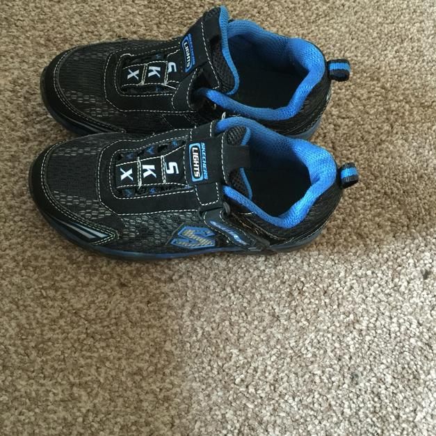 Boys Blue Skechers Light Up Shoes In Rochdale Für 1000 Shpock