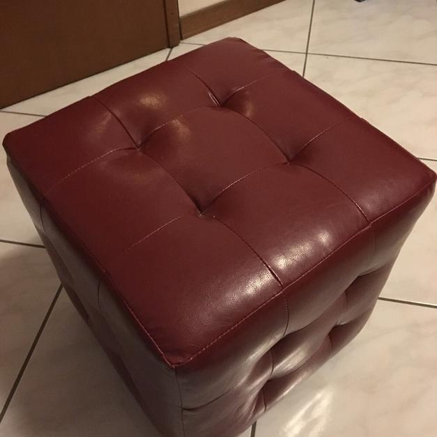 Puff eco pelle bordeaux in 00144 Roma for €20.00 - Shpock
