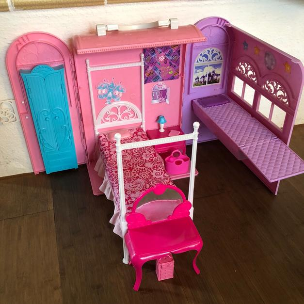 Barbie Koffer Set schlafen Schlafzimmer in 82239 Alling for €10.00 ...