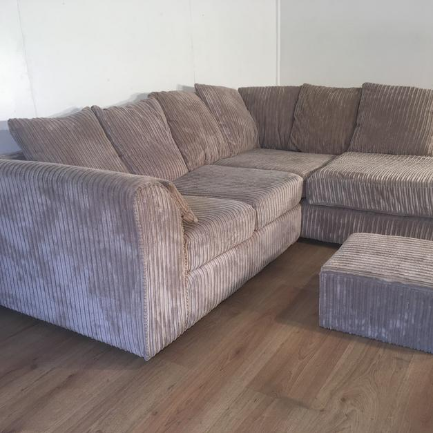 Beige Corner Sofa Set / Free Delivery In SW8 London