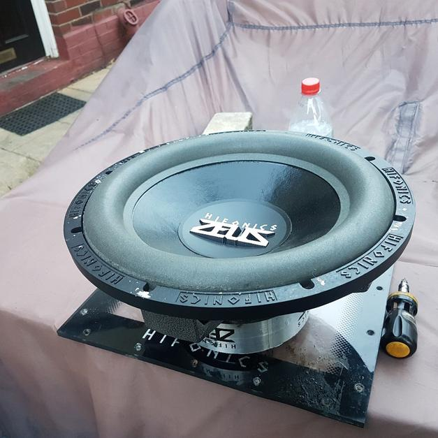 twin hifonics subs and amp in BL1 Bolton for £150 00 - Shpock