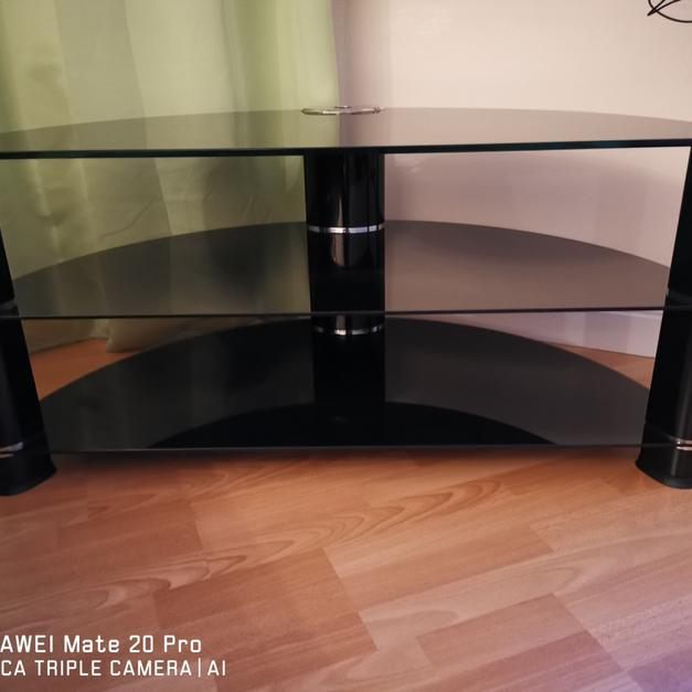 Tech Link Tempered glass tv table in North Kesteven for