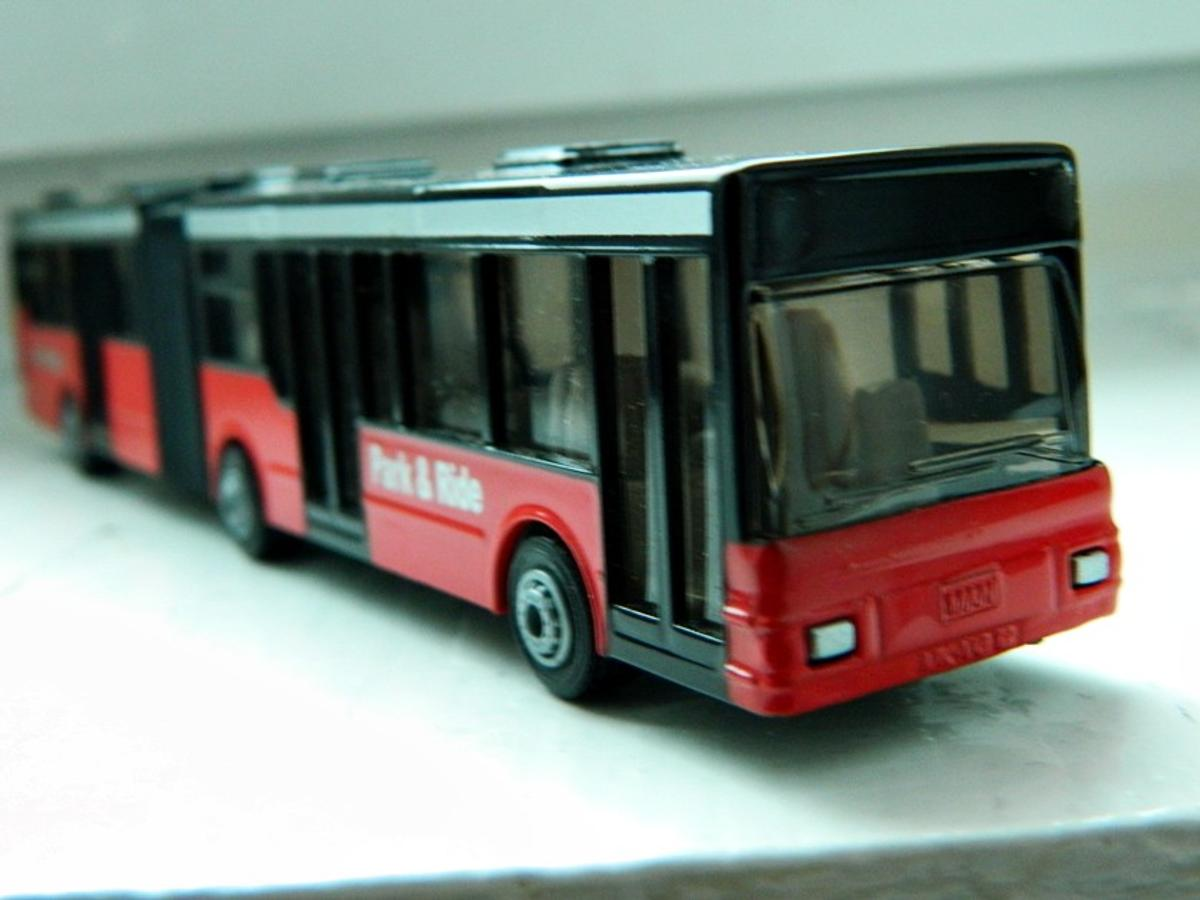 SIKU PARK & RIDE EUROPE BUS 1:50 CAR MODEL