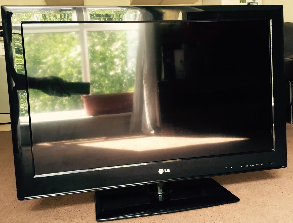 LG TV 32-inch LED with Freeview