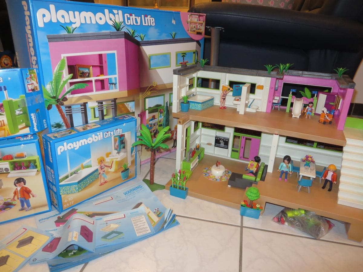 Playmobil Luxusvilla mit div. Zubehör in 6850 Dornbirn for €85.00 ...