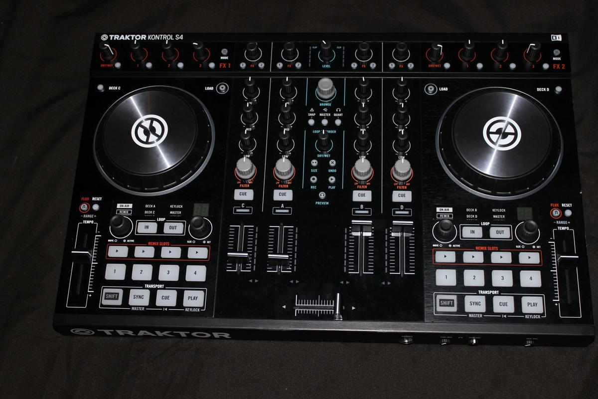 Traktor Kontrol s4 mk2 in HA7 London for £275 00 for sale