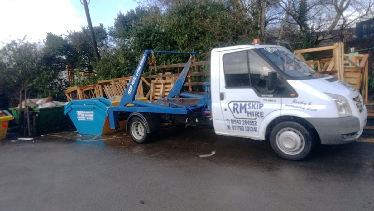 Ford transit 350 mwb skip truck only 118k in Lichfield for