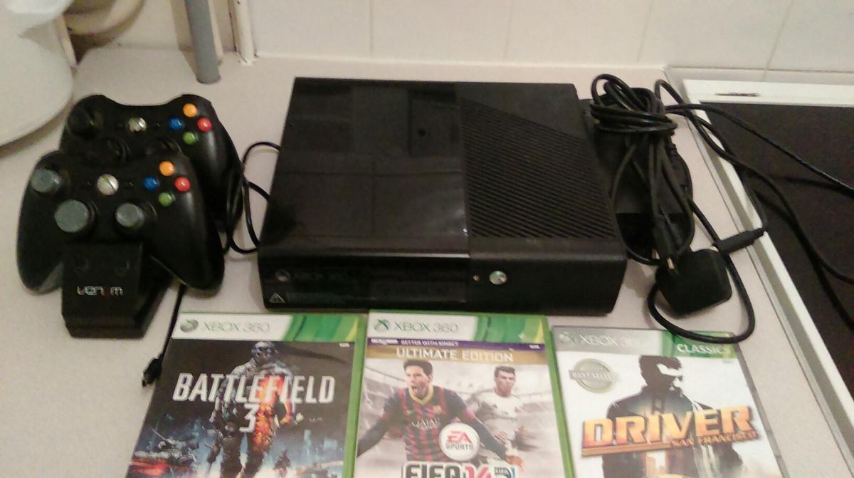 Xbox 360 E 320gb 2013 Edition 2 controls in MK41 Bedford for