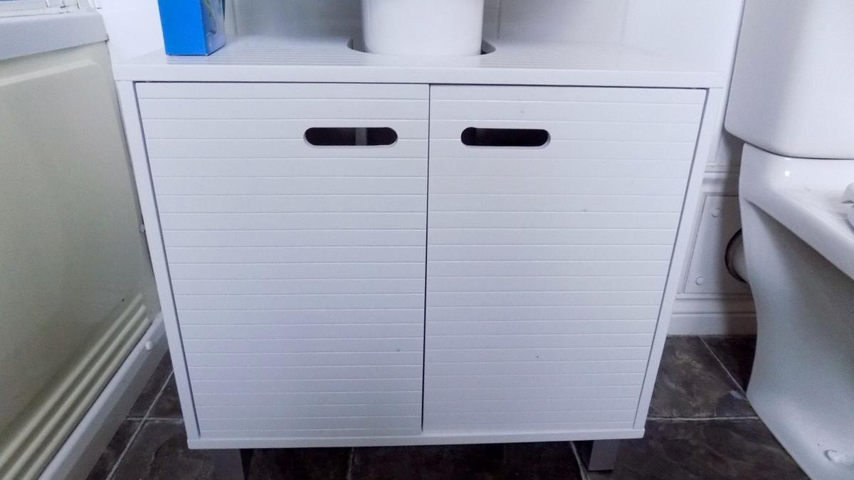 Picture of: B M Bathroom Under Sink Cabinet In Dy4 Sandwell For 20 00 For Sale Shpock
