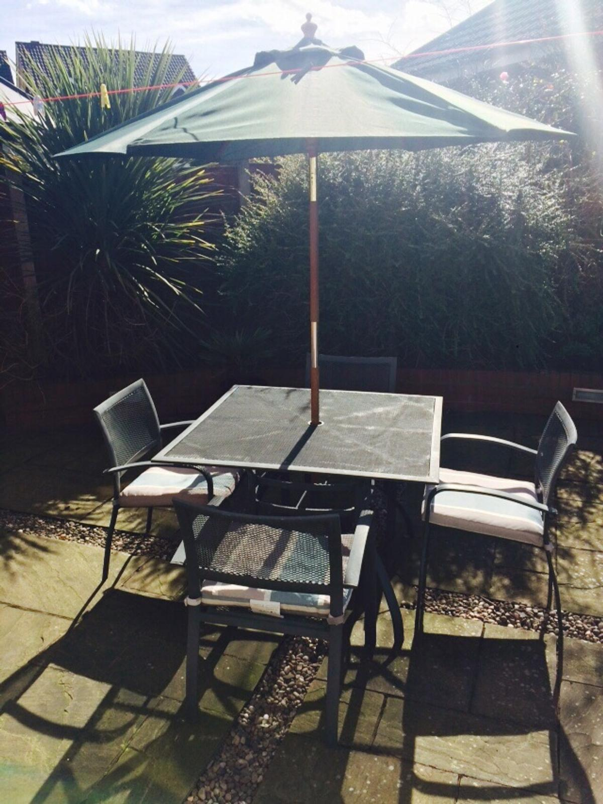 B Q Blooma Garden Table And Chairs In