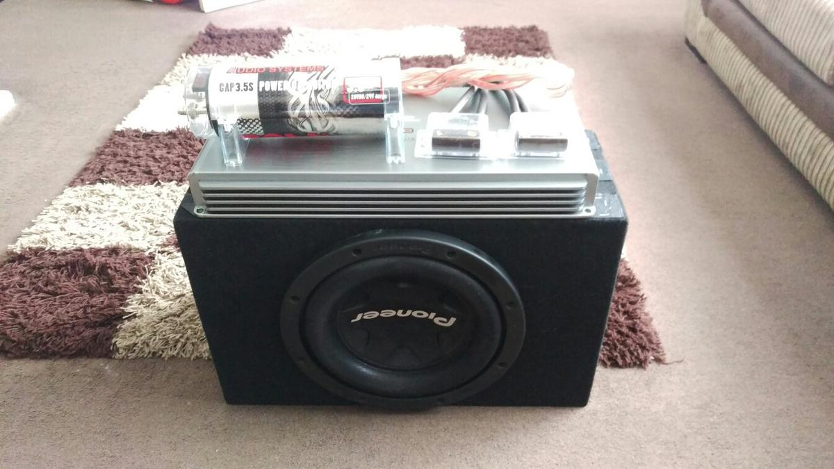 Car sub woofer, amplifier, power capacitor, in Houghton Regis for