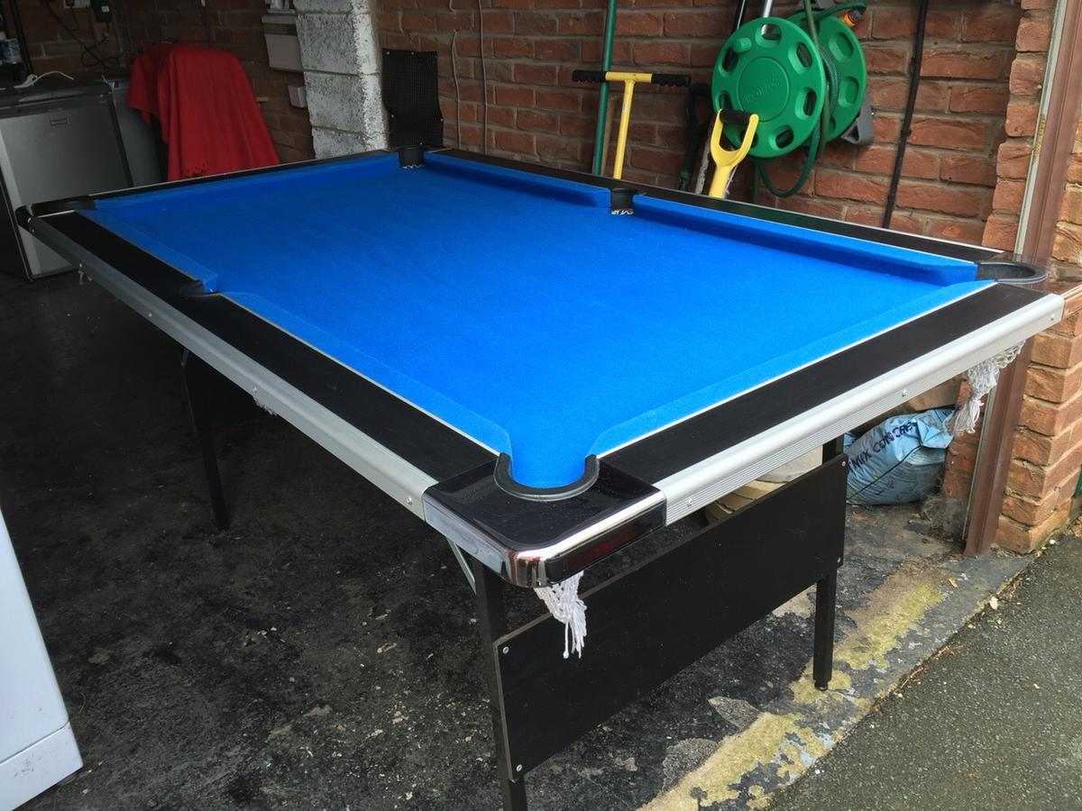 6ft 4ft Pool table with 3 sets of balls  in LS28 Leeds für