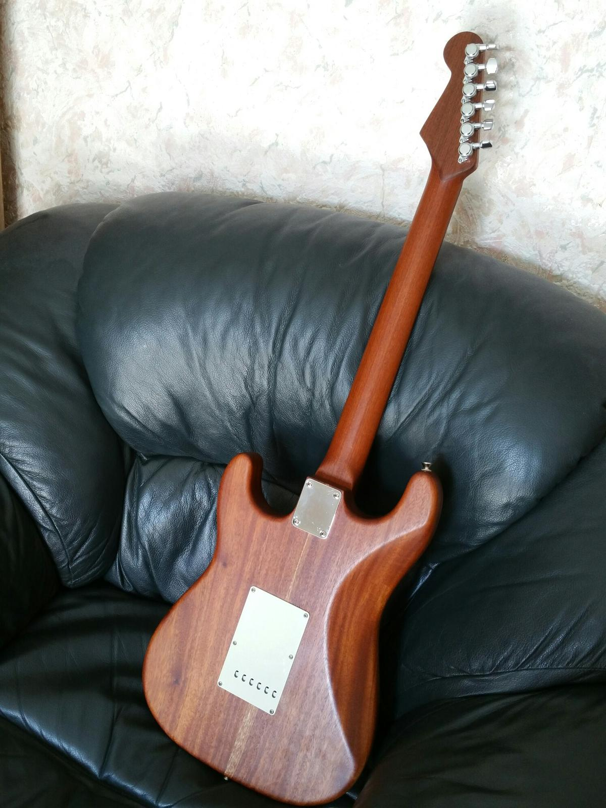 Warmoth USA Stratocaster  Unique guitar  in BS22-Mare for