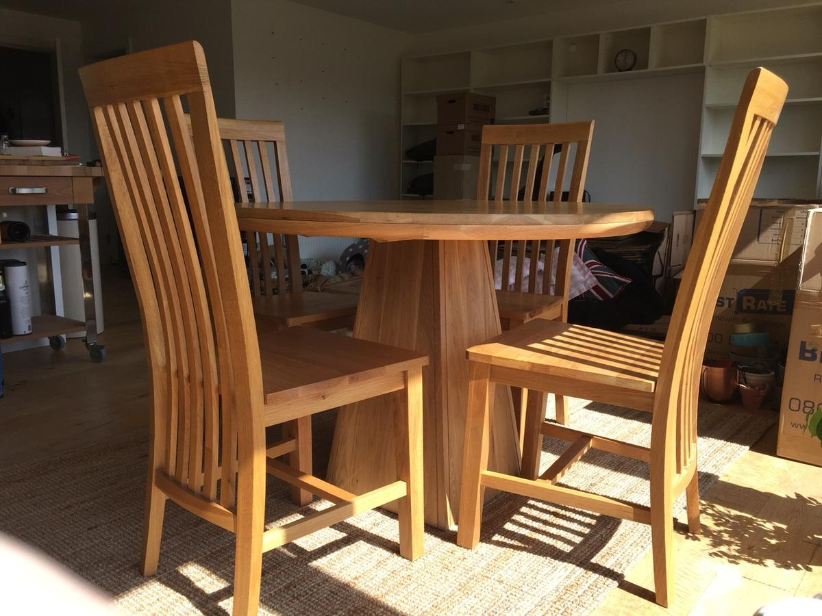 Solid oak round dining table + 9 oak chairs in IG9 Forest für ...