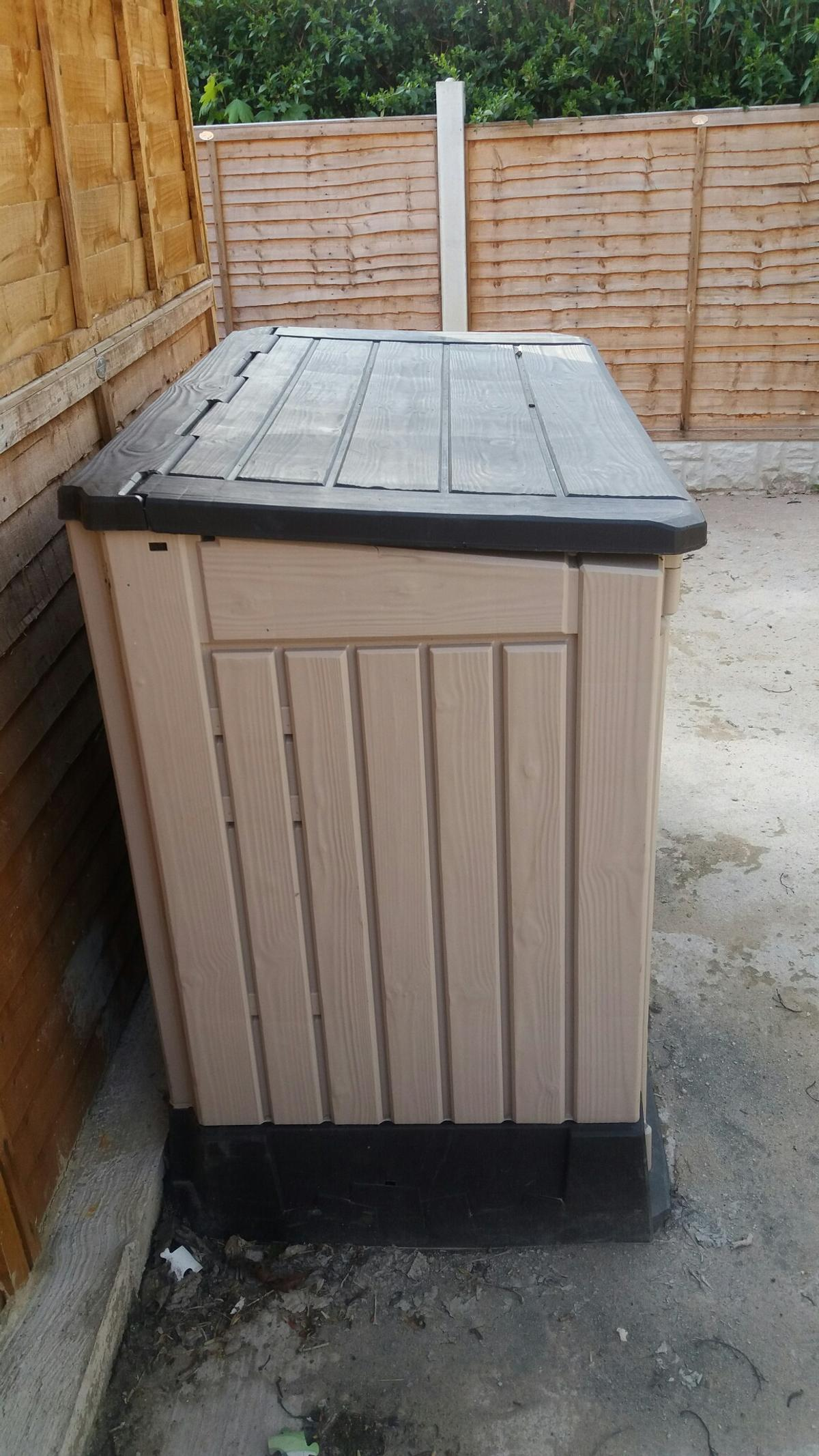 B Q Plastic Garden Storage Chest In Ls14 Leeds For 50 00 For Sale Shpock