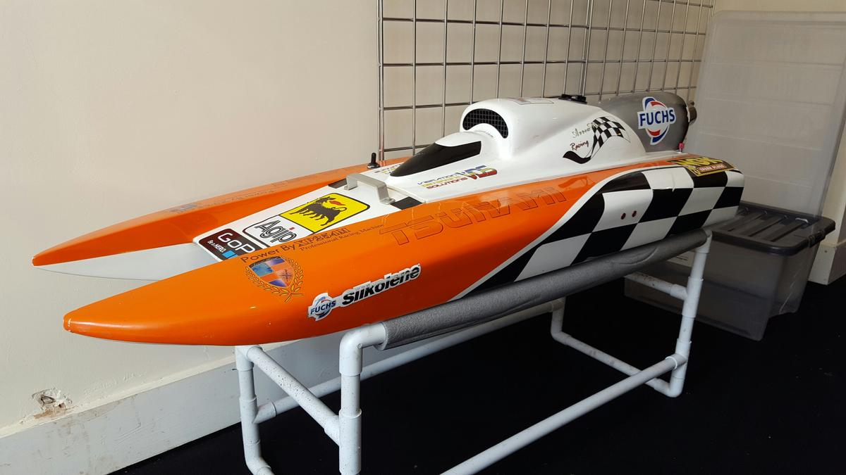 Arrow shark rc speed boat in YO12 Scarborough for £380 00 for sale
