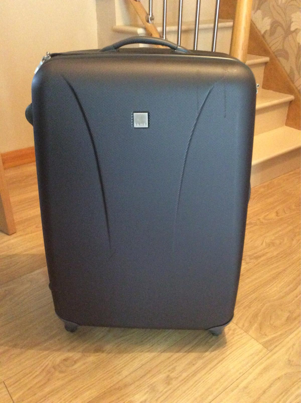 a102ea564 Tripp Lite Large 4 Wheel Suitcase in Basildon for £50.00 for sale ...