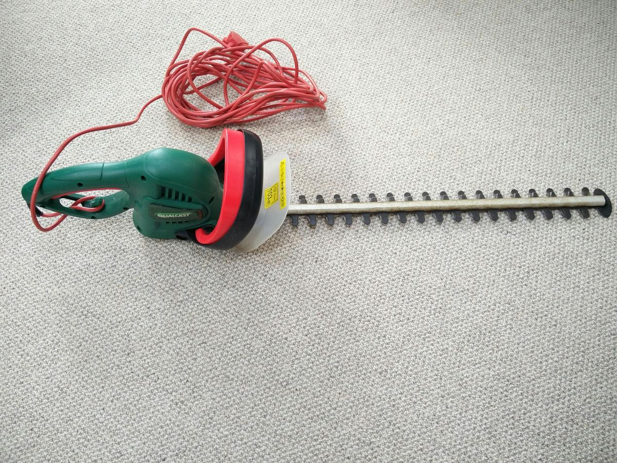 Qualcast 600W electric hedge trimmer in B91 Solihull for £5 99 for