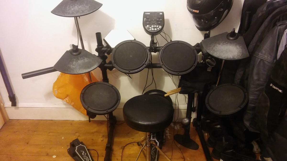ALESIS DM6 ELECTRIC DRUM SET in CV1 Coventry for £180 00 for sale