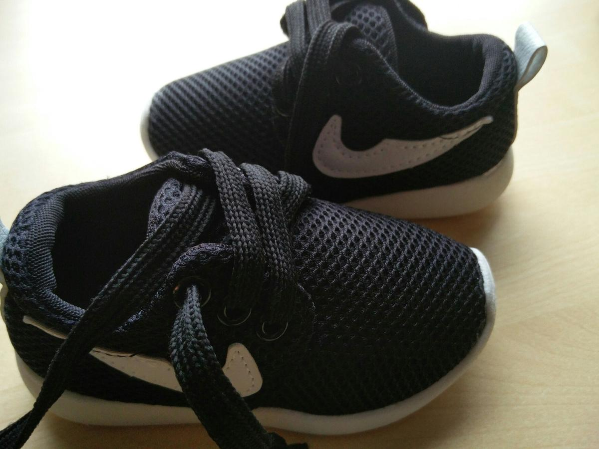 finest selection 9bc13 91f39 Description. Baby size 24 Nike Roshes ...