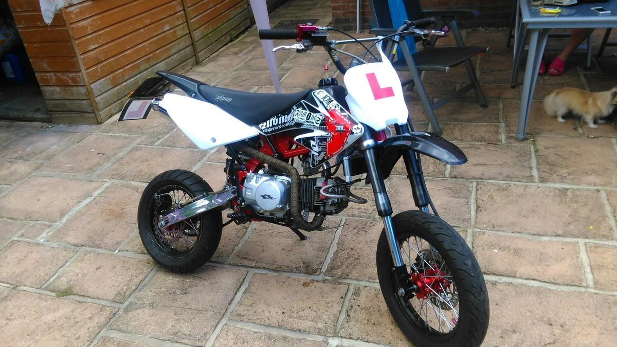 Road legal pitbike -Stomp Z125/140 in KT23 Bookham for