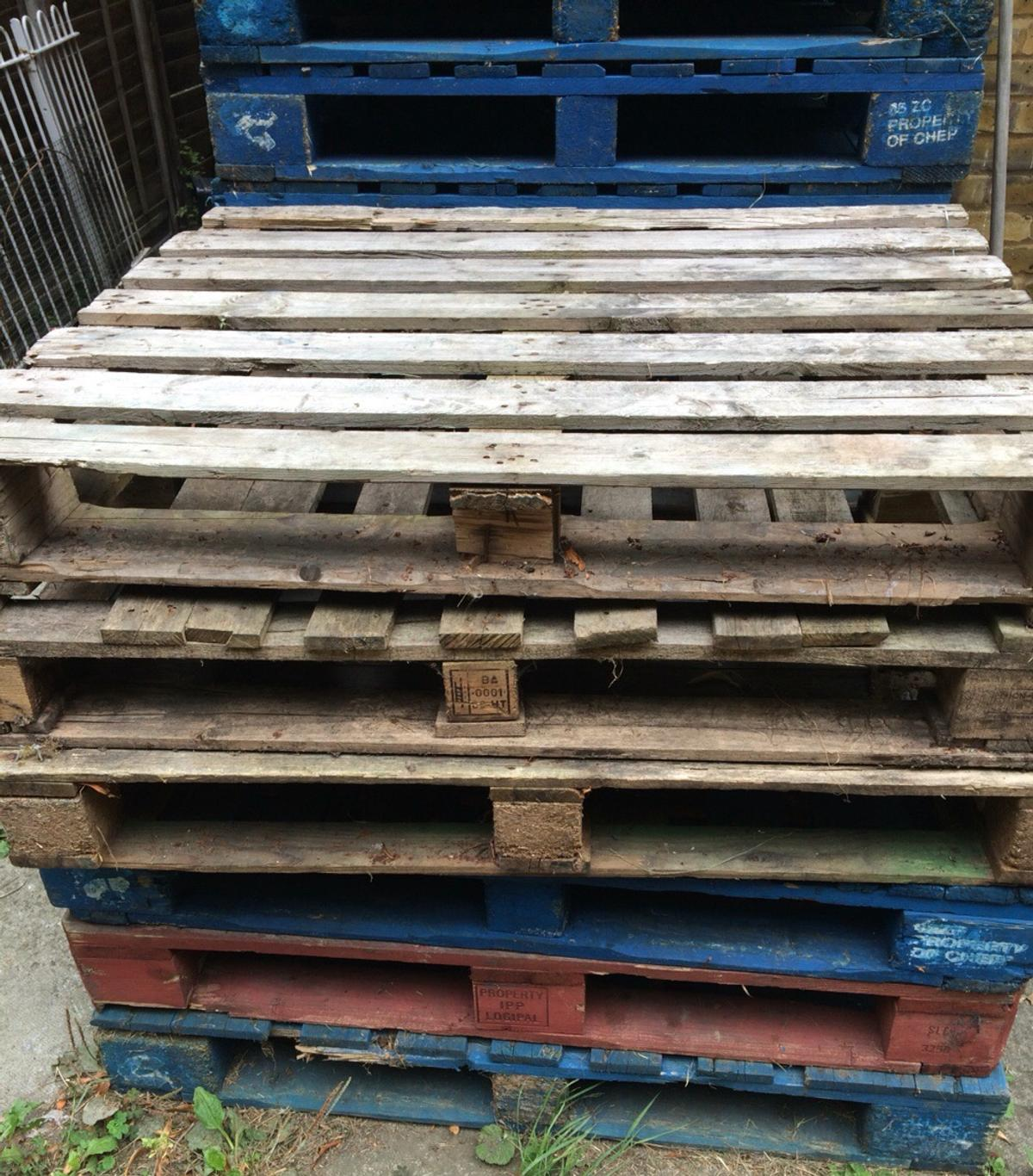Wooden Pallets in SW17 London for free for sale - Shpock